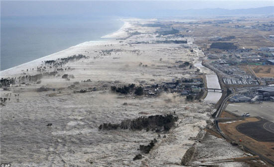 FW: The big pictures: The moment Japan's cataclysmic tsunami engulfed a nation‏